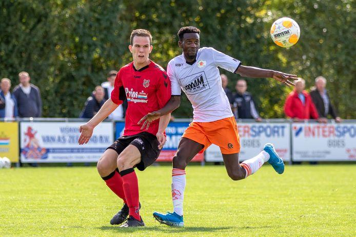 Guus de Leeuw (links) maakte zaterdag twee goals namens Yerseke.