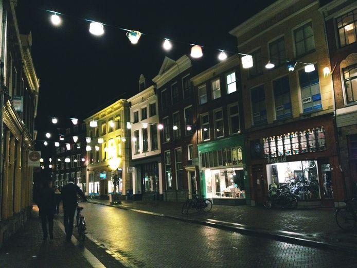 De Sassenstraat versierd. Foto: Sander Lindenburg