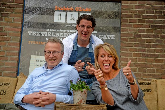 Het coördinatieteam van Hotel Almelo: Mattijs Davids, Jeroen Bos en Esther Lubbersen, die zondag 450 hardlopers ontvangen die op doortocht zijn van Hamburg naar Rotterdam.
