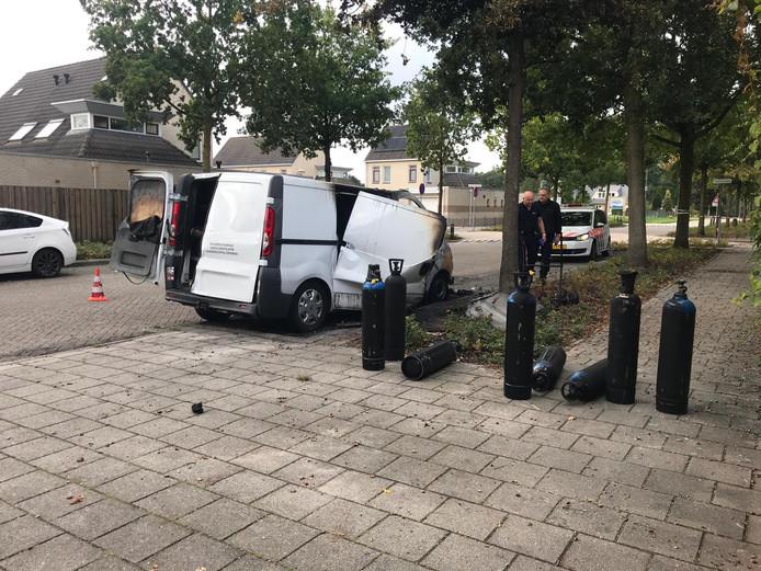 De flessen lachgas die in de uitgebrande bus in Veenendaal zaten.