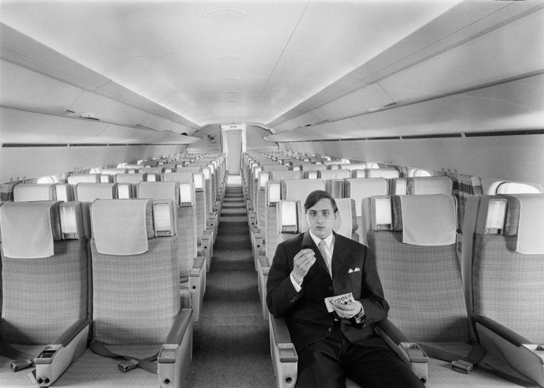 Johan Cruijff in een Douglas DC-8, 1968  Beeld Wim Meischke/MAI