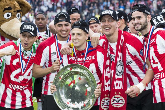 Heel PSV glanst.