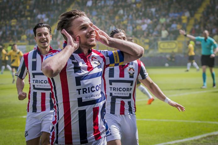 Ben Rienstra viert een van zijn goals tegen NAC Breda.