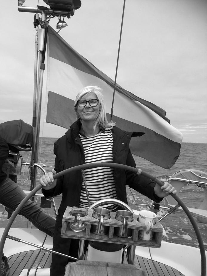 Jeltje geniet in juni van de finish van de Volvo Ocean Race in Scheveningen. Een half jaar later overlijdt ze.