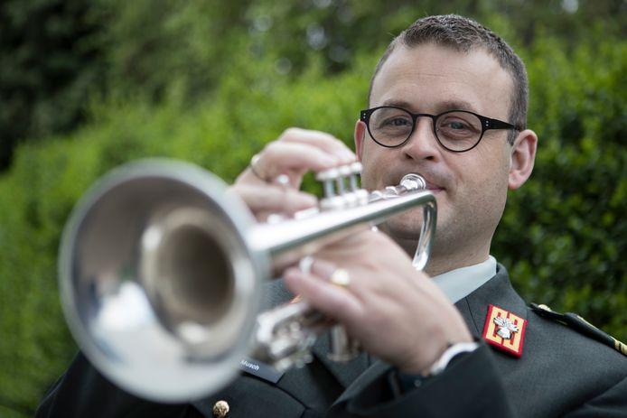 Wellicht dat op diverse plekken in Nederland ook professionele trompettisten aan het Nationale Taptoe Signaal meedoen.
