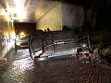 Auto kantelt bij Beerze: weg bij tunneltje dicht