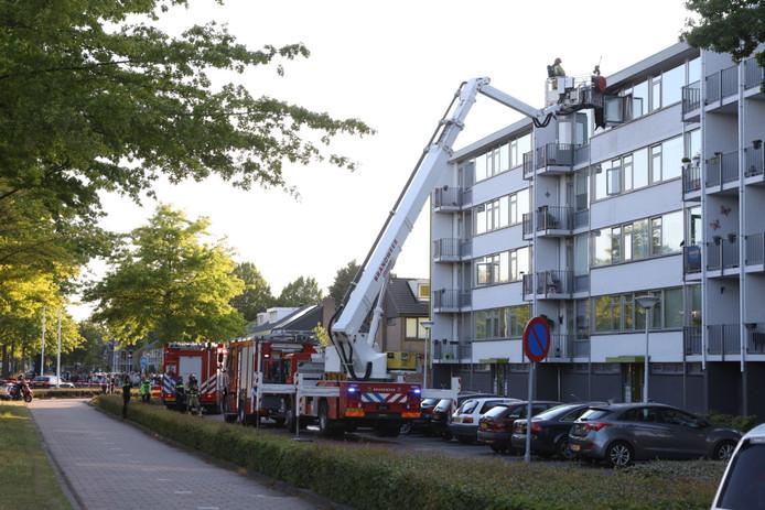 De brand brak uit in een appartement op de bovenste verdieping