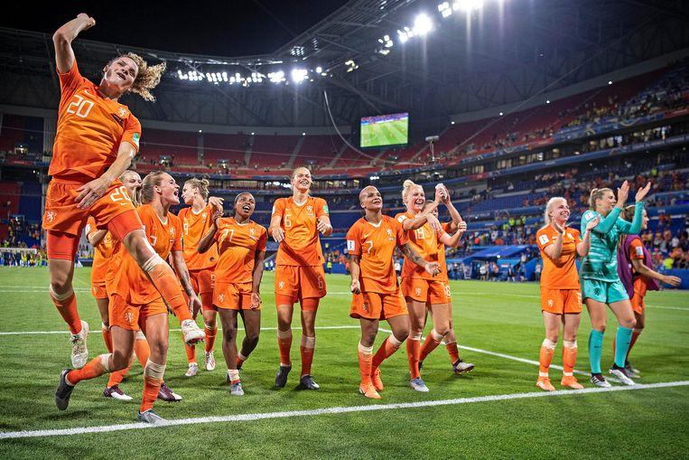 Oranje viert feest na het behalen van de finale.  Beeld Guus Dubbelman / de Volksrkant