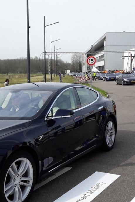 Wereldrecord met 746 elektrische auto's tussen Helmond en Eindhoven gehaald