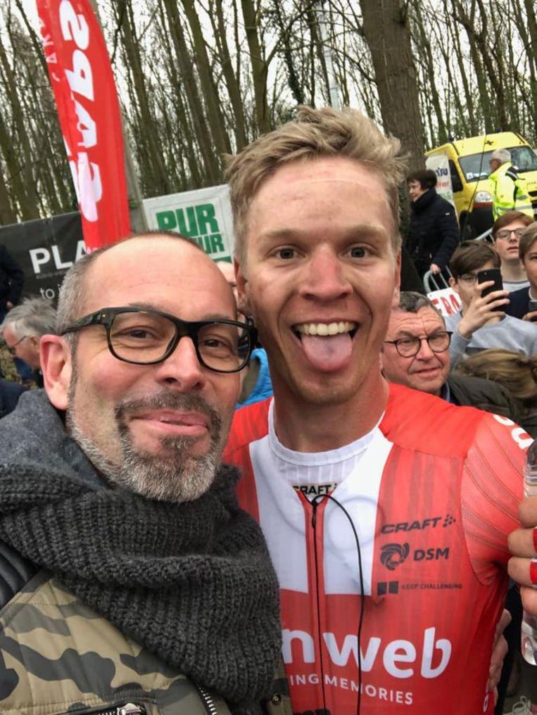 Patrick Engelen aan de zijde van zijn held Cees Bol na de aankomst in Nokere Koerse