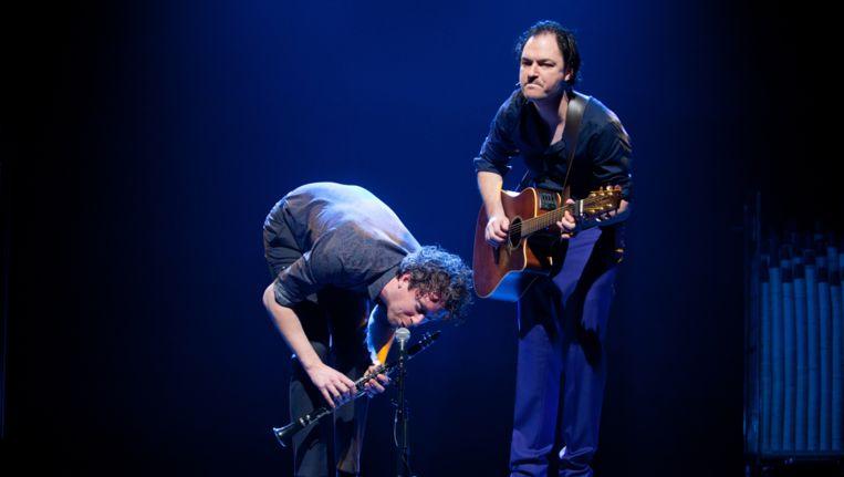 Cabaretiers Niels van der laan (l) en Jeroen Woe (r) als twee oude muzikanten. Beeld Charlotte Ouwerkerk