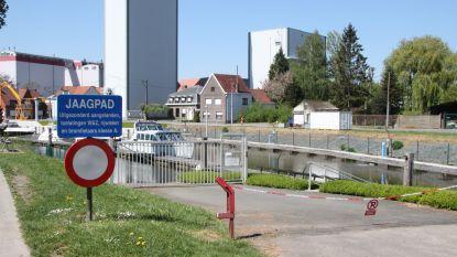 Brandweer tracht vissen in Spierekanaal te redden na lozing van bietenpulp in Frankrijk