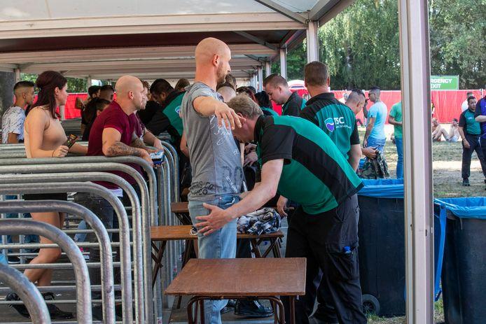 Controle bij de toegang van het festival Dominator in Eersel.