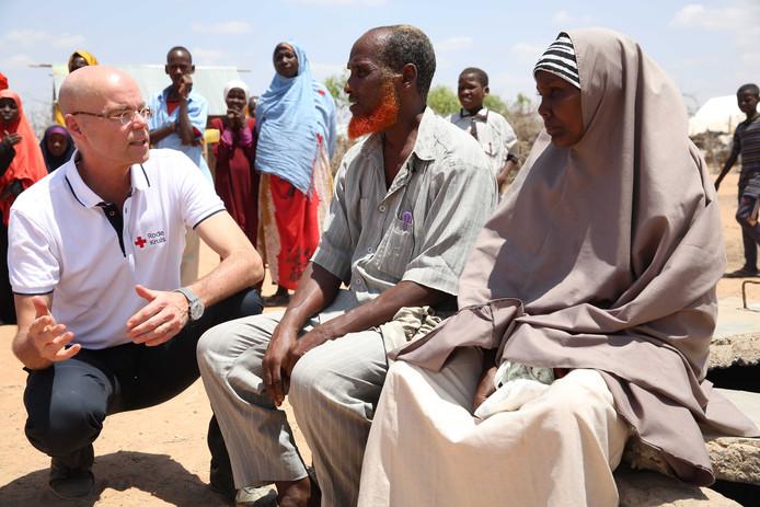 Het aantal slachtoffers van de extreme droogte in Kenia stijgt snel. ,,Ik heb gezien dat mensen totaal uitgeput zijn van de honger'', zegt Gijs de Vries, directeur van het Rode Kruis.