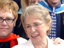 Moeder van Elton John verziekte zijn 'huwelijksdag': 'Ze was een asociale vrouw'