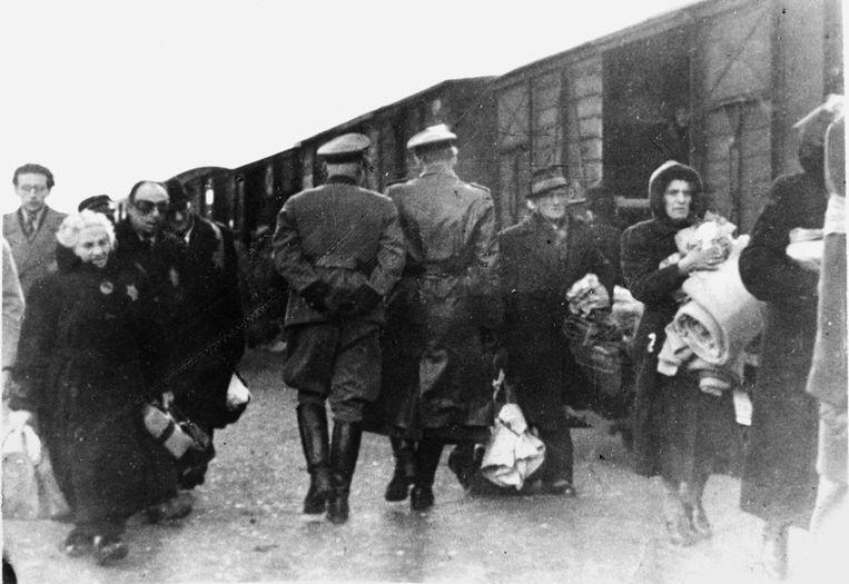Transport van Holocaustslachtoffers, najaar 1943. Beeld null