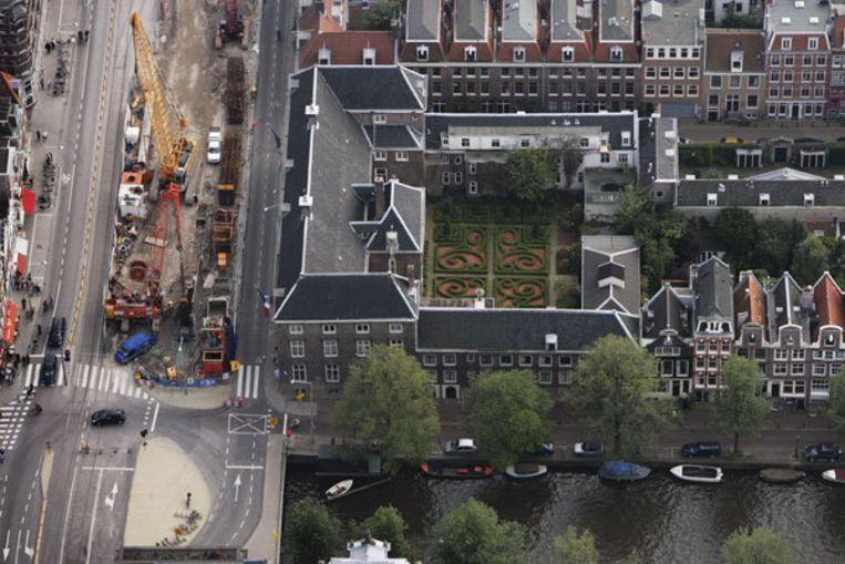 Gistermiddag kreeg het cultuurhuis aan de Vijzelgracht definitief bericht van de gemeente dat het open mag blijven. Foto Peter Elenbaas Beeld