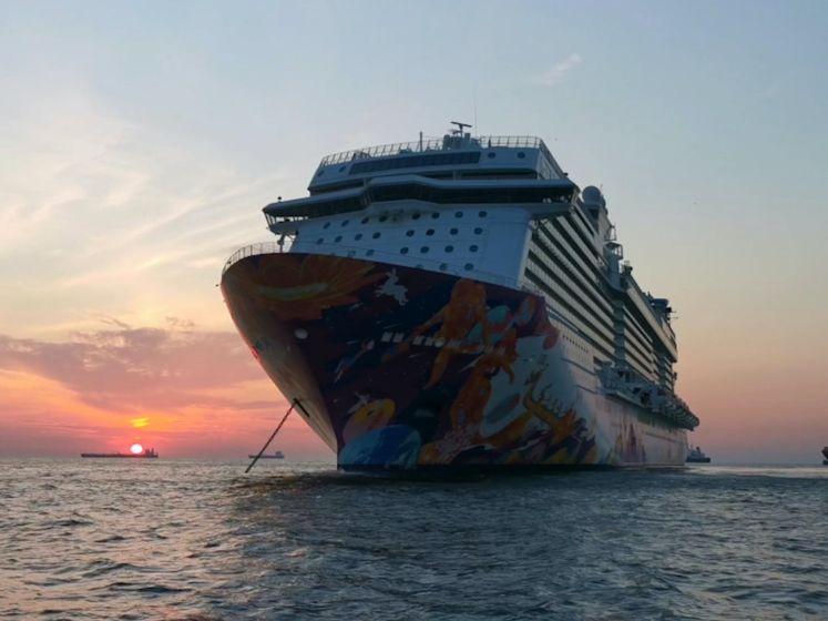 Cruiseschepen liggen al maanden stil voor kust Scheveningen