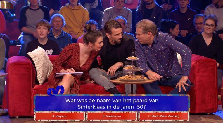 Maan de Steenwinkel, Mark Tuitert en Erik van Muiswinkel in 'Sinterklaas, wie kent hem niet?!' op NPO 1.  Beeld BNNVARA