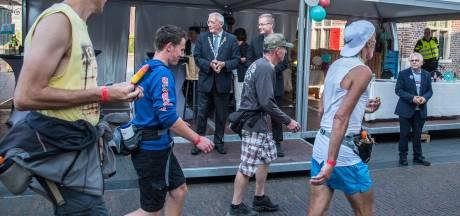 Burgemeester Gennep stapt op maar wanneer neemt hij afscheid? 'Hij zal zelf het voortouw moeten nemen'