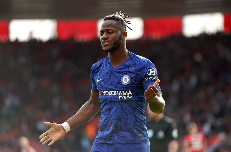 Chelsea's Michy Batshuayi celebrates scoring his side's fourth goal of the game during the Premier League match at St Mary's Stadium, Southampton. ! only BELGIUM !