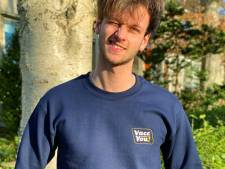 Duuk (19) uit Gouda bedacht VaccYou!, webshop met vaccinatie-kledinglijn: 'Een knipoog naar fuck you'