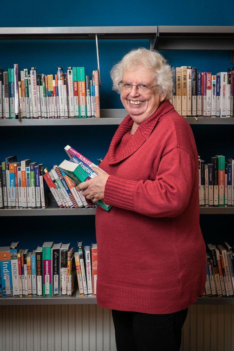Marion de Rooij (65) heeft 40 jaar bij de Bibliotheek in Amsterdam gewerkt. Eerst op het August Allebéplein, later aan het Mercatorplein. Sinds dit jaar is ze met pensioen. Beeld Dingena Mol