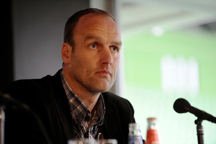 FC Emmen-coach Dick Lukkien op archiefbeeld.