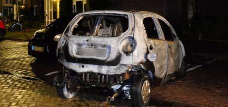 Vier auto's gaan in vlammen op in Bredase wijk Heuvel