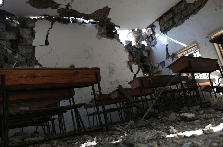 Een kapotgeschoten schooltje in Syrië, in het dorpje Nawa.