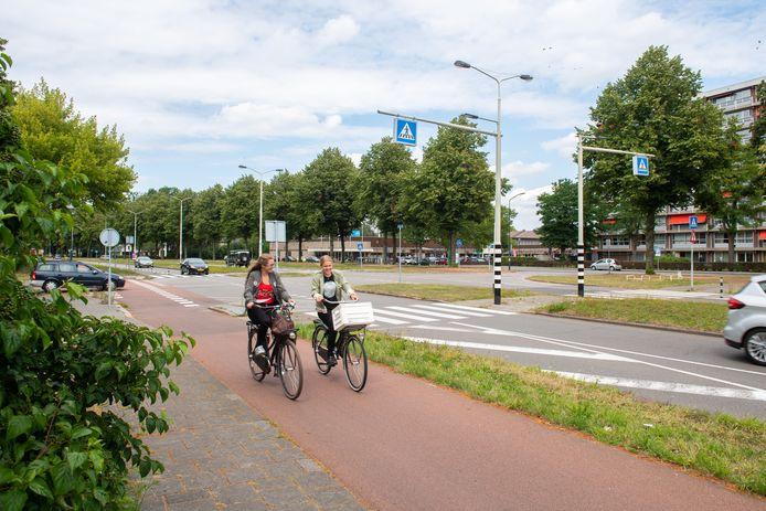 De kruising Heerbaan-Grote Houw in wijk Heusdenhout in Breda; de gemeente gaat er een rotonde leggen, tegen het zere been van de wijkraad.