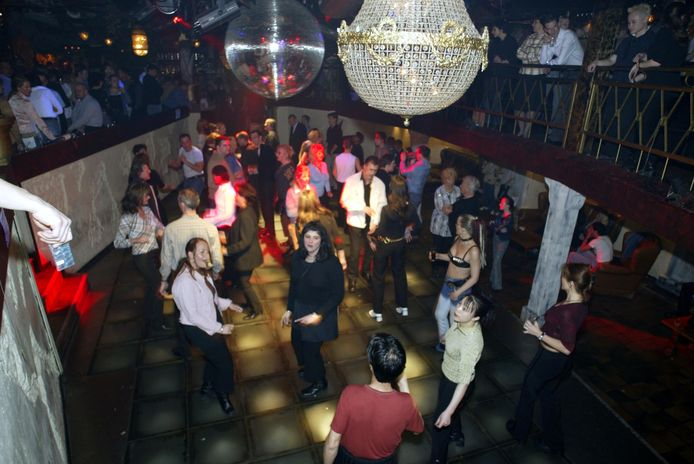 De dansvloer van de bekende Hollywood-disco te Rotterdam tijdens de laatste avond in 2014.