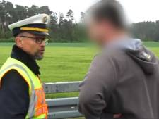 La méthode radicale d'un policier pour dissuader les badauds de prendre des photos d'un accident