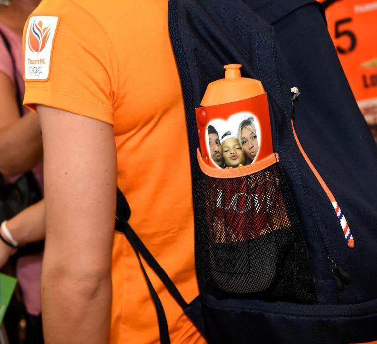 Polman met haar mascotte.