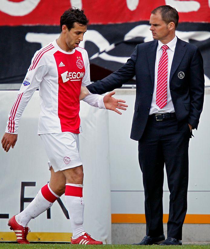 Frank de Boer met Mounir El Hamdaoui in hun periode bij Ajax.