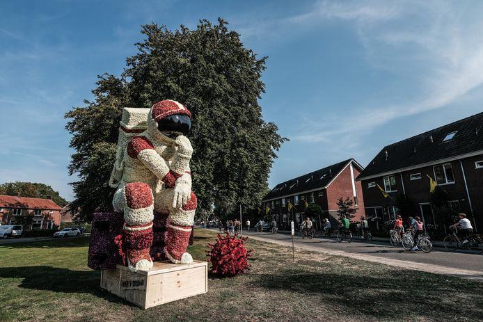 Een dahlia-astronaut in Lichtenvoorde.