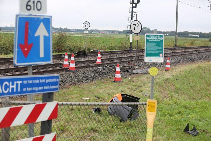 De trein botste tegen de auto ter hoogte van Wouw.