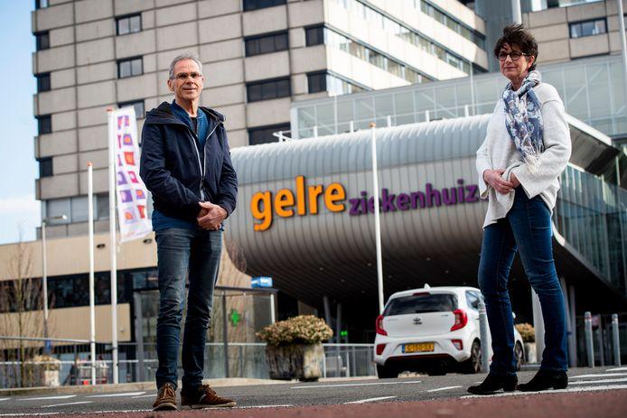 Hans Steenbergen en Marianne Rouw waren al weg bij Gelre Apeldoorn. Maar beide zestigers zijn in verband met het coronavirus weer teruggekeerd