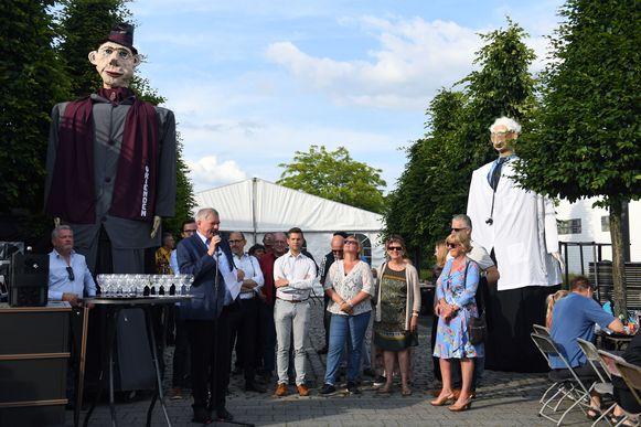 Reuzenparade in Rotselaar voor de opening van de kermis.