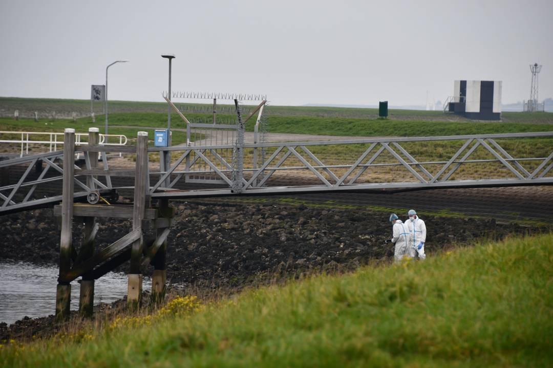 Bij de Oesterdam werd zaterdagmorgen een overleden man gevonden.