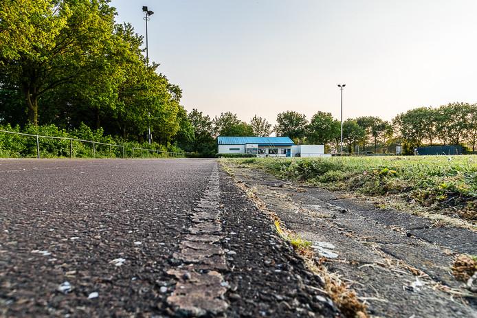 De baan van AVR in Rucphen biedt 'desolate aanblik' door de slechte staat van onderhoud.