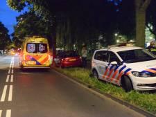 Automobilist rijdt door na aanrijding met voetganger op Hengelolaan, slachtoffer naar ziekenhuis