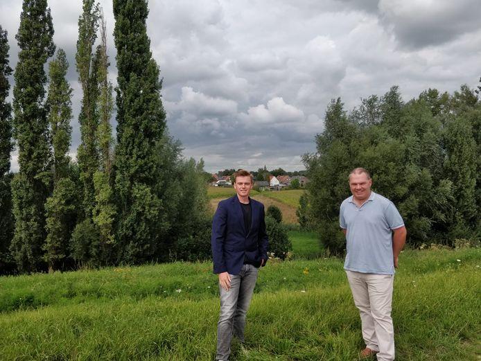 Sven Roegiers en Joeri De Maertelaere in de buurt van de Rabotwegel, waar de open ruimte behouden blijft.