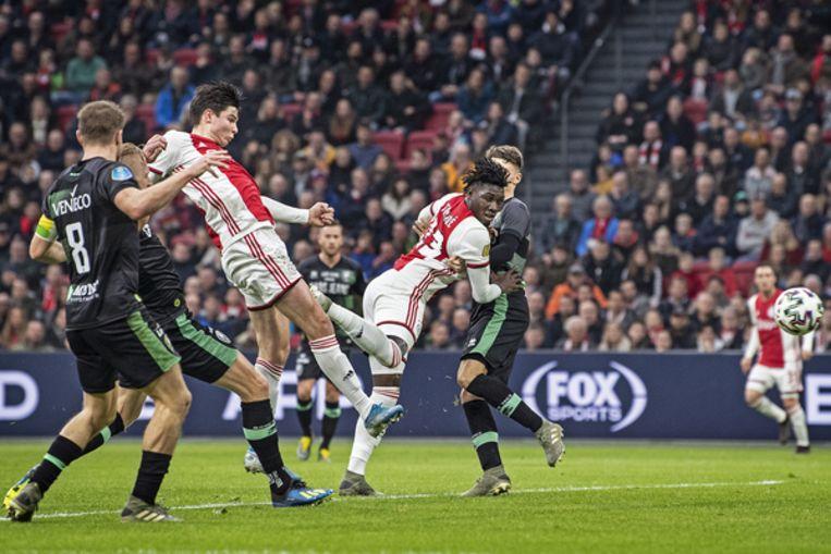 Jurgen Ekkelenkamp scoort de 3-0 na een goede voorzet van Tagliafico. Beeld Guus Dubbelman / de Volkskrant