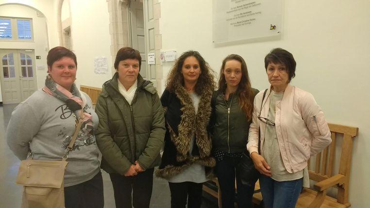 Annelies Vermeersch (zus van slachtoffer), Katrien Delaere (mama) , Jane Stragier (schoonzus), Jennis Stragier (weduwe) en Godelieve Rommelaere (schoonmoeder).