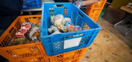 Lionsclub komt in actie om voedselbank Almelo aan pakken koffie te helpen
