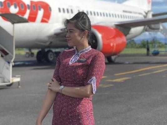 Stewardess Mery Yulyanda