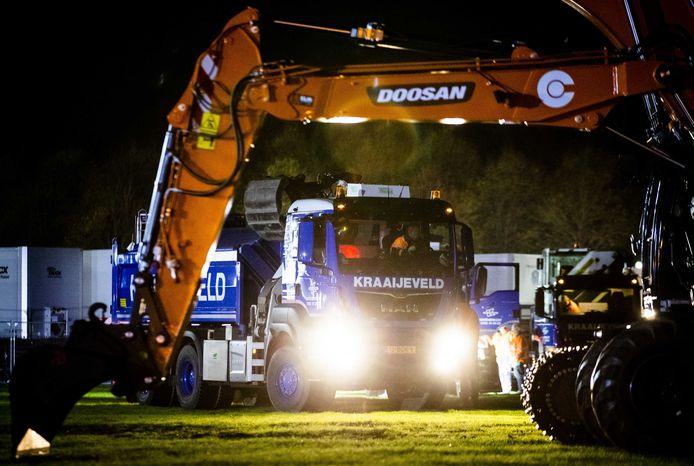 De eerste graafmachines en bulkwagens arriveerden dinsdag op het Malieveld. Vanuit Twente is de animo echter beperkt.