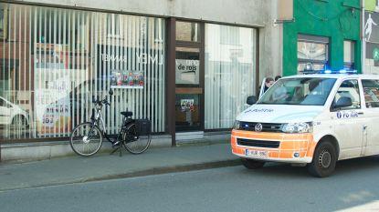 Man op elektrische fiets kan openzwaaiende autodeur niet meer ontwijken