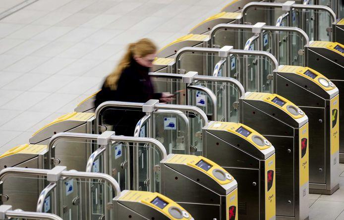 Op het Centraal Station hebben de Nederlandse Spoorwegen alle toegangspoortjes gesloten.